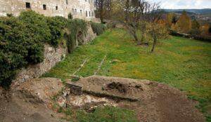 Archeologický-průzkum-v-zahradách-21.10.2017-300x174