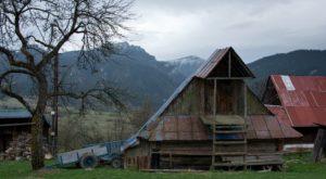 Jánošíkovým-chotárom-osada-Kýčera-300x165