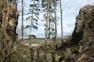 Kuklov-příkop-ve-skále-02-300x200
